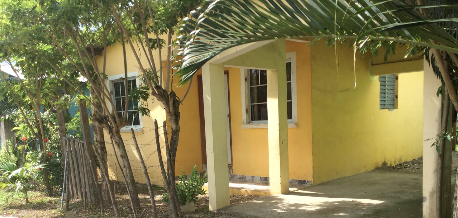 Venta de Casa de habitación ubicado en Colonia Palma Real Lote 10, bloque A, Sabá, Colón, Honduras