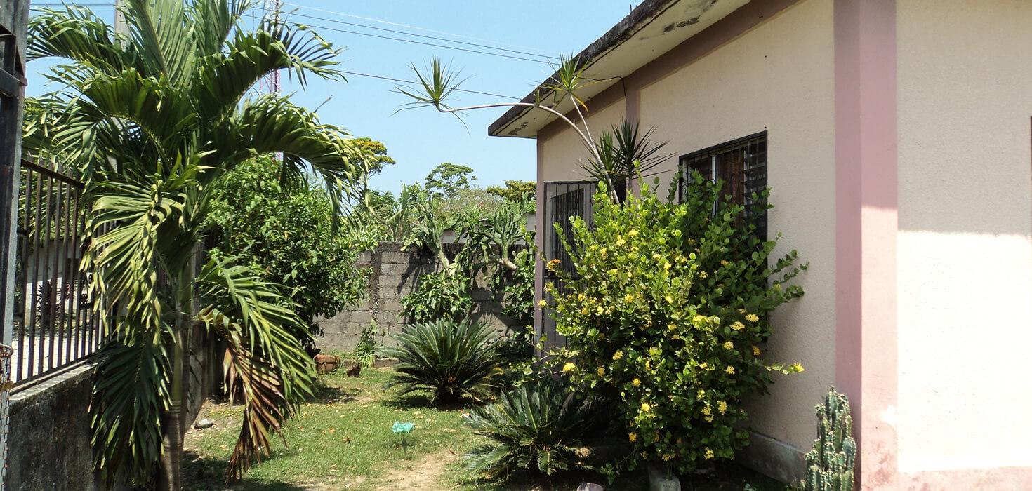 Venta de Casa de habitación en residencial Los Castaños ubicado en Residencial Los Castaños Lote No. 1 y 2, Bloque A, El Porvenir, Atlántida, Honduras