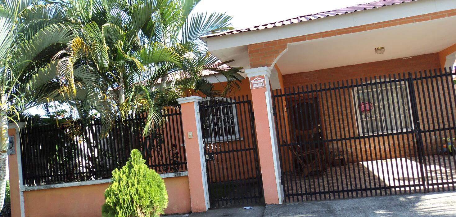 Venta de Casa de habitación ubicado en Residencial Andalucía I, La Ceiba, Atlántida, Honduras